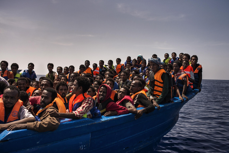 Il tema delle migrazioni nei telegiornali e sui social media dei quotidiani