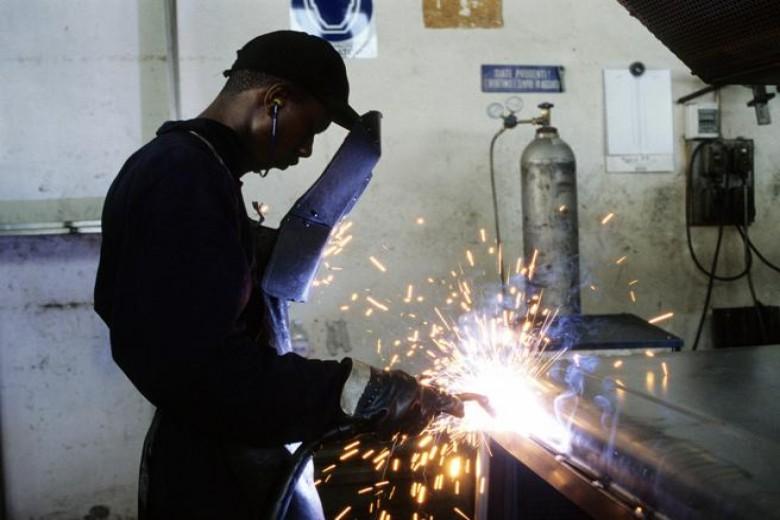 Lavoratori stranieri: per l'Italia più benefici che costi